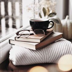 Image about winter in ☕️Coffee & Tea☕️ by سـحـر is part of Tea and books - Uploaded by سـحـر Find images and videos about winter, book and coffee on We Heart It the app to get lost in what you love Book And Coffee, Coffee And Books, Coffee Love, Coffee Cups, Cozy Coffee, Coffee Shop, Coffee Maker, Cozy Aesthetic, Autumn Aesthetic