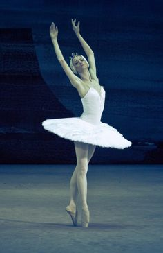 Svetlana Lunkina as Odette in Swan Lake (Bolshoi Ballet, 2011)