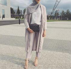 nice hijab and hijab fashion image. Islamic Fashion, Muslim Fashion, Modest Fashion, Girl Fashion, Fashion Outfits, Hijab Casual, Hijab Chic, Modest Wear, Modest Outfits