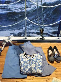 Sailing Windows display.