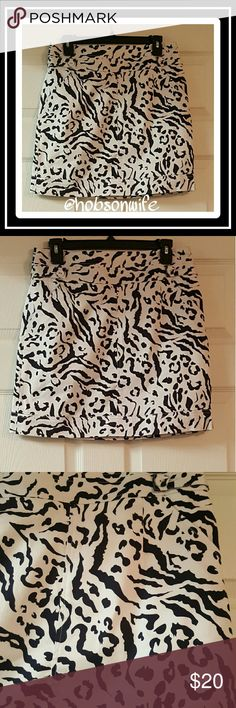 ⬇Price Drop Last Call⬇ Excellent condition white and navy blue leopard print skirt. Cremieux Skirts Midi