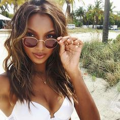 Jasmine Tookes in RayBan Round Metal #sunglasses #shades #fashion #streetstyle #bloggers #models #topmodels #gafas #gafasdesol #lunettesdesoleil #occhialidasole