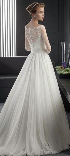 バックスタイルで魅了する、背中美人のウエディングドレス♡