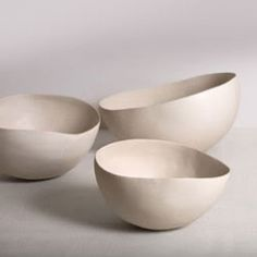 Wabi-sabi feels contemporary ceramics by Nathalie Derouet. Each object is perfectly crafted and have achieve a level that we rarely seen in ceramics works.