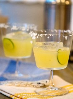 A yummy Pure Mexican Margarita made with tequila #cocktailrecipe