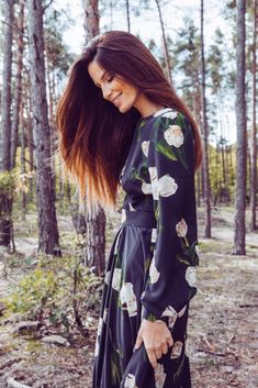 Luxusné spoločenské šaty od slovenskej módnej návrhárky Katky Vavrovej Must Haves, Salons, Kimono Top, Bridesmaid Dresses, Style Inspiration, Tops, Women, Fashion, Bridesmade Dresses