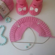 The most beautiful knitted baby booties patterns - Her Crochet Crochet Baby Boots Pattern, Knit Baby Dress, Crochet Baby Shoes, Crochet Baby Booties, Baby Knitting Patterns, Diy Crochet, Crochet Patterns, Crochet Hats, Knitted Baby