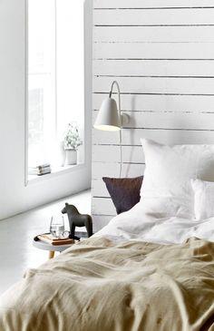 Nordlux Linea fali olvasólámpa a hálószobában. Stylish Bedroom, Modern Bedroom, Bedroom Decor, Beautiful Bedrooms, Beautiful Homes, White Wall Lights, Bedroom Pictures, Scandinavian Style, Contemporary