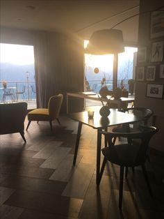 ☆ Hard to forget ► Entdecken Sie das MIRAMONTI Boutique Hotel in Meran als Ihr Hotel in Südtirol mit besonderem Charisma. Miramonti Boutique Hotel, Small Luxury Hotels, South Tyrol, Dining Table, Sunset, Furniture, Home Decor, Style, Swag