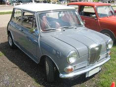 If the open top 3 wheeled AF Grand Prix isn't your thing for a Sunday Drive then how about a lovely South African Wolseley 1000? A posh n pretty lil thing that should have been available in the UK I reckon.