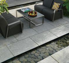 Terrassenplatten aus Naturstein werten den Außenbereich auf
