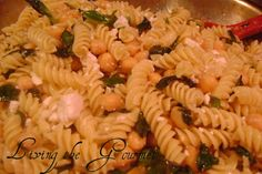 Living the Gourmet: Macaroni with Fresh Basil and Chick Peas