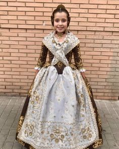 "Flor Aigua Coto on Instagram: ""Princesas que volverán a brillar en 2021.... @raquel_pocovi_"" Regional, Instagram, Dresses, Fashion, Flower, Victorian Dresses, Glow, Antigua, Princesses"