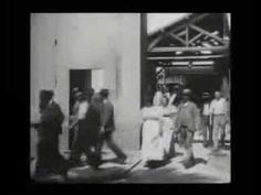 """primeiro filme, pelos irmãos Lumière """"A saída dos operários da Fábrica Lumière"""" 1895"""