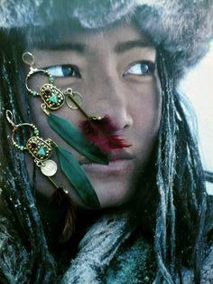 CREOLES NOMADES TIBETAINES - OOAK - PIERRES DE GEMMES - ESCALE AU TIBET : Boucles d'oreille par fujigirls