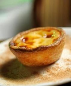 "Learn how to bake the typical portuguese ""Pastel de Nata"" Gourmet Desserts, Delicious Desserts, Dessert Recipes, Yummy Food, Plated Desserts, Portuguese Desserts, Portuguese Recipes, Portuguese Food, Sweet Recipes"