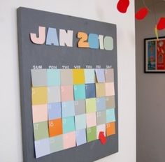 DIY wall calender using 35 post-it booklets Diy Craft Projects, Diy Crafts, Craft Ideas, Diy Ideas, Paint Chip Calendar, Wall Calender, Post It Art, Paint Chips, Sticky Notes