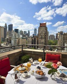 Frühstück mit Aussicht im Hotel Plaza Athenee in New York http://www.lastminute.de/reisen/8863-19185-hotel-plaza-athenee-new-york-city/
