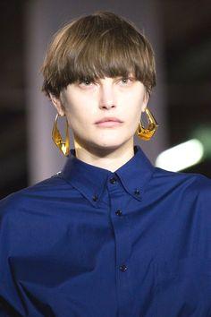 Balenciaga Fall 2017 Ready-to-Wear Collection Photos - Vogue Fashion Week, Fashion Show, Paris Fashion, Fashion Hair, Balenciaga, Jewelry Trends 2018, Podium, Models, Outfits For Teens