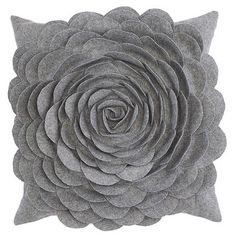 Felt Flower Pillows - can you say awesome gifts for Christmas?