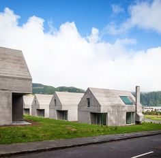 Houses near Lagoa das Sete Cidades Sao Miguel - Açores Portugal. Designed by Eduardo Souto de Moura and Adriano Pimenta @ajpimenta . Photo by @joaodmorgado #interiors #interiordesign #architecture #decoration #interior #home #design #photogrid #bookofcabins #homedecor #decoration #decor #prefab #smallhomes #instagood #compactliving #fineinteriors #cabin #tagsforlikes #tinyhomes #tinyhouse #like4like #FABprefab #tinyhousemovement #likeforlike #houseboat #tinyhouzz #container #containerhouse…