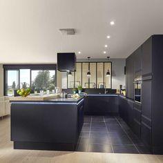 32 Open Concept Kitchen Room Design Ideas For Dummies 13 - homemisuwur Kitchen Room Design, Modern Kitchen Design, Kitchen Interior, Kitchen Decor, Kitchen Contemporary, Interior Livingroom, Room Interior, Sweet Home, Open Concept Kitchen