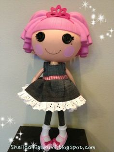 How to make your own Lalaloopsy dress ( free pattern) Picture tutorial & pattern  Doesn't give size of Lalaloopsy doll it's for so will have to figure it out by dimensions.