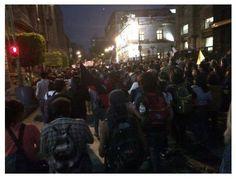 Manifestantes ingresan por la calle 5 de mayo rumbo al Zócalo #PresosPoliticosLibertad #LibresSeLosLlevaronLibresLosQueremos #43+11- http://www.pixable.com/share/5YUa1/?tracksrc=SHPNAND2&utm_medium=viral&utm_source=pinterest