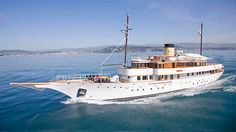 ALICIA is a luxury motor super yacht built in refitted in 2018 by Defoe Shipbuilding Co. View similar yachts for Charter around the world. Classic Yachts For Sale, Luxury Yachts For Sale, Yacht For Sale, Monaco, Motor Cruiser, Shrimp Boat, Classic Wooden Boats, Yacht Cruises, Sailing Trips