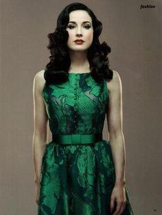 Dita Von Teese . Mode Classique, Robe Verte, Mode Robe, Robe Sexy, Haute  Couture, 90a39cd815f4
