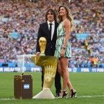 #GISELE #BUNDCHEN & #CARLES #PUYOL CARRY 2014 #WORLD #CUP THE MARVELOUS TROPHY IN A LITTLE TURQUOISE MINIDRESS BY #LOUIS #VUITTON  http://fashionblogofmedoki.com/luxurious-worldcup-2014/