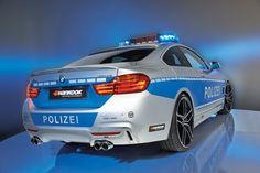 Das neue #TUNE IT! SAFE!-Polizeifahrzeug strahlt jede Menge Dynamik und Fahrspaß aus und setzt diese Attribute im Auftrag für sicheres und #legales Tuning sowie mehr #Verkehrssicherheit gekonnt in Szene.