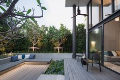 Modern Townhouse designed by baan puripuri