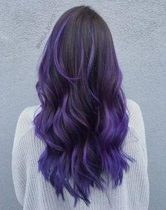 Ombre Hair and Purple Ombre Surely you have noticed how popular purple ombre can be. And today we will talk about what shades of hair purple ombre combine. We will also discuss how to create a purp… Purple Hair Highlights, Purple Balayage, Dark Purple Hair, Black Hair Dye, Brown Ombre Hair, Hair Color Purple, Hair Dye Colors, Cool Hair Color, Dark Hair
