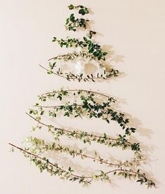 "If you're not sold on a ""real"" Christmas tree this year, try out these green alternatives that you can DIY! Cheap Christmas Trees, Recycled Christmas Tree, Christmas Tree Themes, Outdoor Christmas Decorations, Modern Christmas, Christmas Pictures, Xmas Tree, Christmas Traditions, White Christmas"