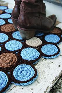 crochet circle motif rug http://www.ravelry.com/patterns/library/circle-motif-rug