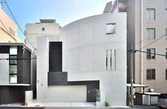 RC住宅を東京・大阪でお探しの方は『JPホーム』へ~「3階まで建ち上がった曲線の打ち放し壁が美しい邸宅」#外観 #RC住宅 #注文住宅 Arch, City, House, Longbow, Home, Cities, Wedding Arches, Homes, Bow