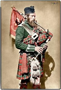 Crimean War 1854 - 1856 Portrait of Pipe Major John Macdonald, 72 Highlanders, with bagpipes. Date 1854 - 1856 Scotch, Old Photos, Vintage Photos, Le Clan, Scottish Kilts, Scottish Bagpipes, Scottish Dress, Scottish Clans, Crimean War