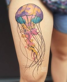 Russell Van Schaick is kicking ass with his phenomenal watercolor tattoos. This phenomenal jellyfish tattoo is one of the 59 mesmerising watercolor tattoos we have to show you. Thanks for caring, thanks for sharing. Underwater Tattoo, Cool Tattoos, Body Art Tattoos, Pretty Tattoos, Tattoos, Tattoos For Women, Leg Tattoos, New Tattoos, Jellyfish Tattoo