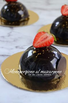 MONOPORZIONE AL MASCARPONE CON UNA LIQUIDA SORPRESA. | Io e Brigante: pasticceria virtuale. Biscotti, Modern Cakes, Mousse Cake, Mini Desserts, Food Photography, Sweet Treats, Cheesecake, Cooking Recipes, Sweets