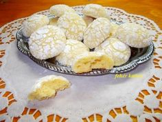 Omlós citromos keksz Cookie Recipes, Dessert Recipes, Small Cake, Healthy Sweets, Sweet Desserts, Winter Food, No Cook Meals, Biscuits, Muffin