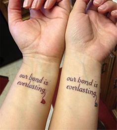 Mother daughter tattoos are extremely popular. Here are some tattoo ideas for matching tattoos moms and daughters can get done to celebrate their love, as well as classic mom tattoos for daughters and sons to dedicate to their moms on Mother's Day. Bff Tattoos, Twin Tattoos, Bestie Tattoo, Sibling Tattoos, Tattoo For Son, Neue Tattoos, Family Tattoos, Trendy Tattoos, Tatoos