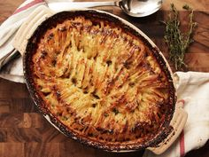 Combine the premise of a potato gratin with Hasselback roast potatoes for the ultimate creamy-in-the-middle, crispy-on-top casserole. Batatas Hasselback, Hasselback Potatoes, Roasted Potatoes, Serious Eats, Potato Dishes, Potato Recipes, Vegetable Dishes, Potato Rice, Vegetable Recipes