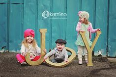 use big letters to pose with kids