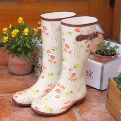 mini floral garden boots, wish I could understand the website!!