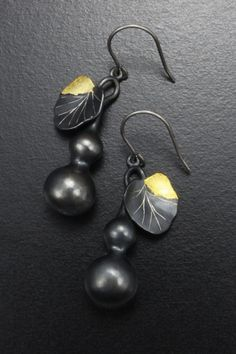 Gourd earrings of patinaed silver with fine gold leaf (C)KAZNESQ