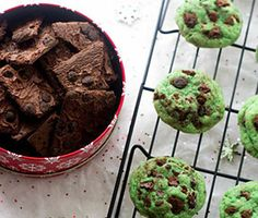 Get ready for the cookie swaps - Brownie Brittle Mint Chocolate Chip Sugar Cookies - originally created by Taylor of FoodFaithFitness.com - http://browniebrittle.com/recipes-all/mint-chocolate-chip-brownie-brittle-sugar-cookies/