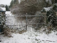 Another very typical farmhouse gate-design in Ireland.