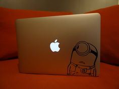 Stickers Minions, MacBook de Kevin. http://www.i-sticker.fr/stickers-et-autocollants-pour-macbook/119-stickers-les-minions-pour-macbook.html
