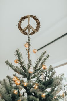 Beautiful And Cute with Bohemian Christmas Decor Style Ideas To Get Unique. Beautiful And Cute with Bohemian Christmas Decor Style Ideas To Get Unique Look Types Of Christmas Trees, Beautiful Christmas Decorations, Christmas Tree Toppers, Xmas Tree, Christmas Holidays, Christmas Ornaments, Natural Christmas Tree, Gold Christmas, Christmas 2019